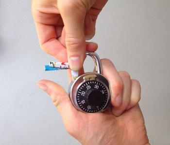 механическое устройство с кодом