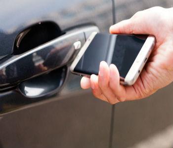 открыть машину с помощью телефона