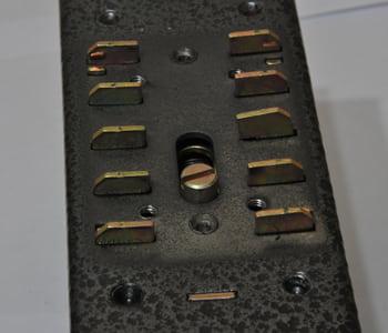 Поменять код на механическом замке с кнопками