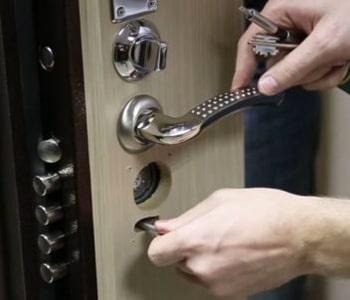 Снятие фурнитуры с двери
