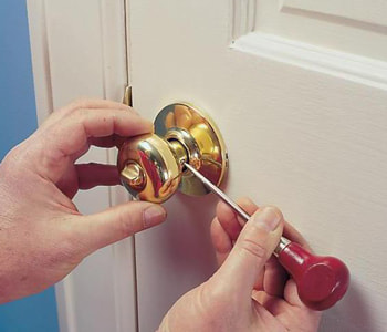 Разбор дверной ручки межкомнатной двери